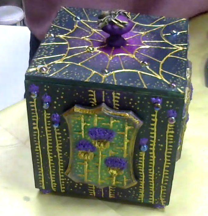 """Вы когда-нибудь слышали, что творчество - это лучшая медитация? В случае с вебинаром Наташи Полех это истина! Погружаешься в процесс и только успеваешь замечать, как на коробе вырастает чертополох, плетет свои нити паук и рассыпаются звезды. Смотрите запись: http://webinar.newdirections.ru/16572/room/1051/ Наталья, кстати, подготовила новый удивительный мастер-класс """"Часы Ар-Нуво"""", а так же в продаже еще несколько видео-творений этого мастера: Часы настенные """"Млечный путь"""", Декоративное…"""