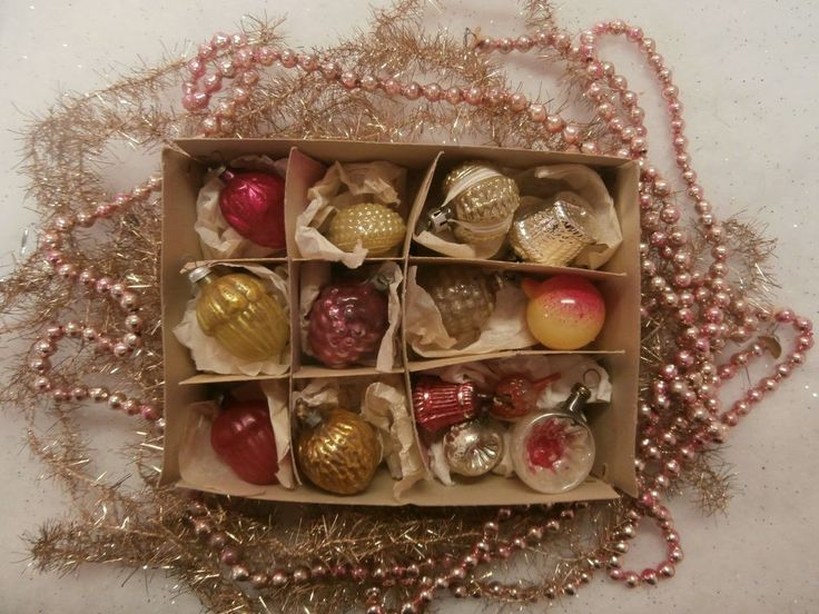 ANTIQUE FEATHER TREE MINIATURE GLASS XMAS ORNAMENTS TINSEL PINK GLASS GARLAND