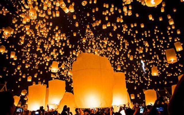 La magia delle luci danzanti: alla scoperta del festival delle lanterne di Mae Jo #thailandia #lanterne #volanti