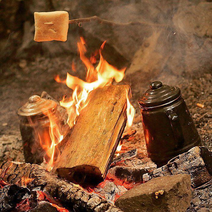 Back from a winter-weekend-camp in the Rhön with my buddies from use raft Deutschland. Sadly we had nearly no snow. It was around zero degrees Celsius with much rain ... #basecamp #wintercamp #bushcraft #bushcraftcamp #rhoen #rhön #fire #firewood #perculator #coffee #bread #ember #glow #blaze by einpilgrim