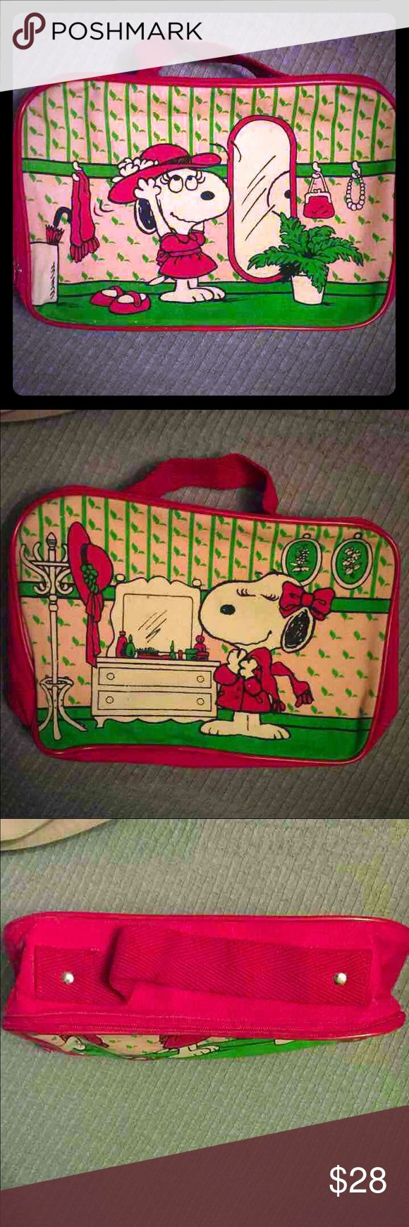 "Extremely Rare Vintage Snoopy's Sister Belle Bag Extremely Rare and in Excellent Condition, - CLEAN - 100% Cotton Canvas - 1958  2 Super Adorable Scenes of Snoopy's Sister. Train/makeup Case or use for anything your heart desires.  More Info:  Belle is a minor animal character in the comic strip Peanuts by Charles M. Schulz. ... Mistakenly thought by many that she was Snoopy's girlfriend, rather than his sister. Measurements:  Approx. 9"" wide, 7 3/4"" high, 6"" depth  Handle drop: approx 3""…"