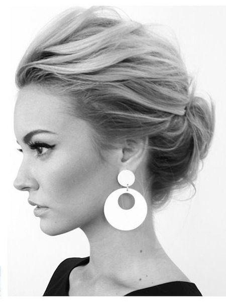 18 Schnelle und einfache Hochsteckfrisuren für mittleres Haar Nach Jahren langer, gerader Frisuren, die um die Schultern getragen werden, ist es ...