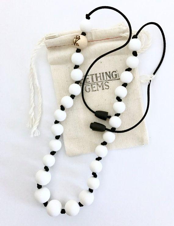 Noir et blanc noué collier de dentition/soins par TeethingGems