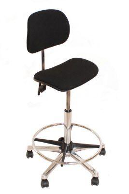 Lyhyellä istuinosalla varustettu Pauner kassatuoli mahtuu sopivasti kassatyöpisteisiin, jossa ei turhan paljon tilaa ole. Pauner kassatuoli on mukava käyttää, koska se tukee hyvin ristiselkää ja lyhyen istuinosan ansiosta jalat ei puudu.
