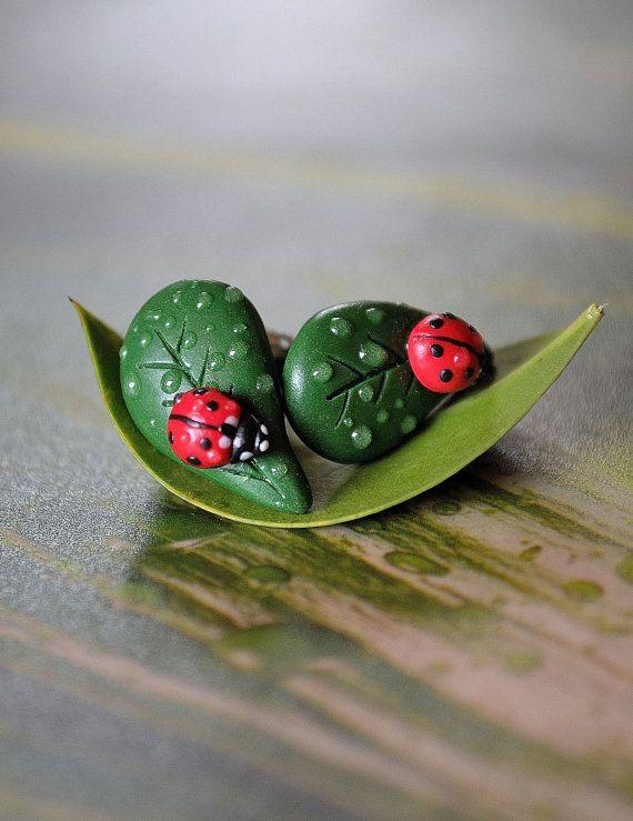 Lady bug polymer clay stud earrings,Lady bug on a leaf stud earrings,Nature earrings,Polymer clay earrings,Spring earrings