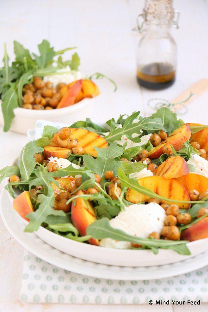 salade met gegrilde perzik