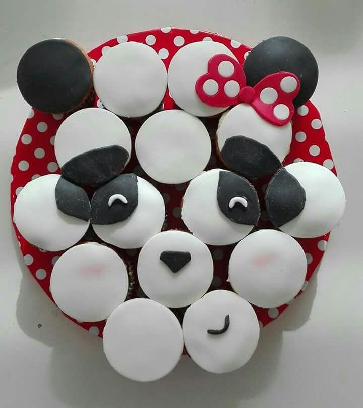 Voor Holly's 8ste verjaardag. Panda cup cakes