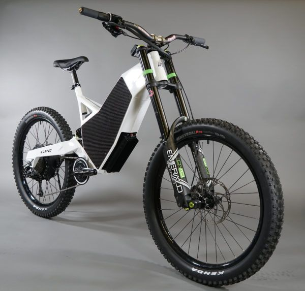 Take on the roughest terrain with this high-poweredelectric mountainbike.