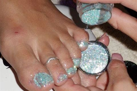 Glitter Gel Toes Tutorial