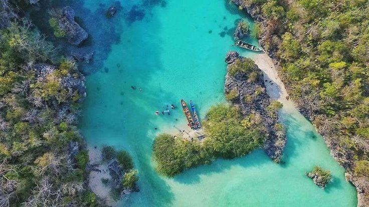 Pulau Bair salah satu tempat yang sangat menarik dan tidak boleh dilewatkan bila berlibur ke kota Tual, Maluku Tenggara.   Yukk ikutan Trip Kepulauan Kei, Maluku Tenggara. Catat yaa jadwal open tripnya :  29 Maret – 2 April (5D4N) 14 – 17 April  20 – 23 April  11 – 14 Mei  24 – 28 Mei (5D4N) 24 – 27 Juni 28 – 31 Juli 16 – 20 Agustus (5D4N) 01 – 04 September 20 – 24 September (5D4N) 27 – 30 Oktober 24 – 27 Nopember 29 Nopember – 3 Desember 22 – 25 Desember  Whatsapp 085810697533…