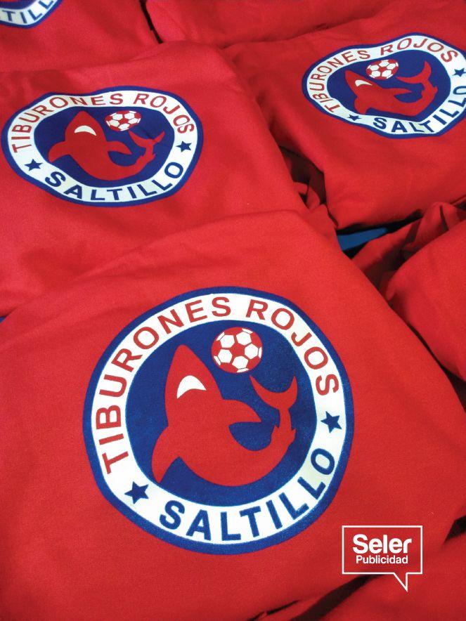 Impresión en serigrafía para club de futbol Tiburones Rojos de Saltillo #fut #futbol #tiburones #saltillo #rojo #red #serigrafía #idea #seler #selerpublicidad #arte #collective #hechoenmexico #print #color #creatividad