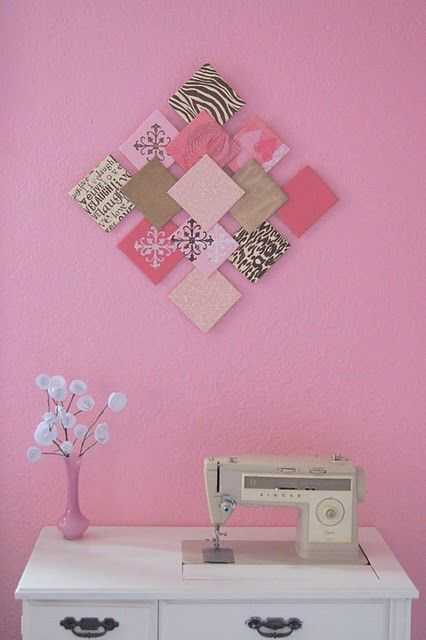 DIY - Paper Wall Art and Paper Flowers / Recycler les chutes de papier scrapbooking pour en faire un tableau patchwork. Utiliser des sous-verre carrés en bois.