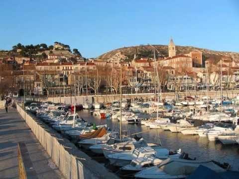 Marseille - France Marcel Pagnol Maudit soit l'oppresseur qui vient avec un fouet et qui nous méprise parce qu'il nous opprime. Maledetto sia l'oppressore che viene con una frusta e che ci disprezza perché ci opprime.