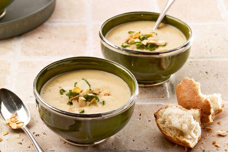 Auberginen eigenen sich nicht zum rohen Verzehr. Das macht auch gar nichts, gibt es doch so genussvolle Rezepte wie diese Suppe.