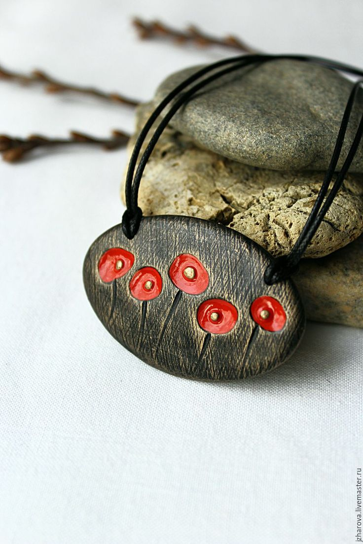 This is a really nice and simple necklace! And of course it poppies! Have Devine!