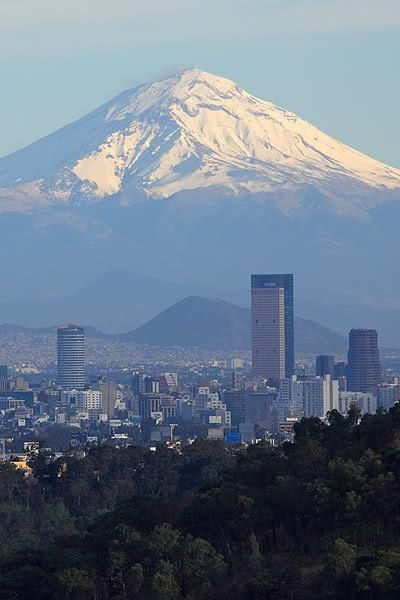 Ciudad de México- with Popocatepetl 70km to its southeast
