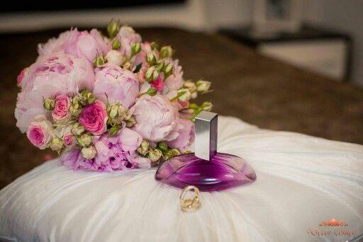 Momente importante, pregătiri, emoţii? Vrem să luăm parte la ele. Alegeţi buchetul care te reprezintă de pe www.decorcenter.ro #flowerbouquets #weddings