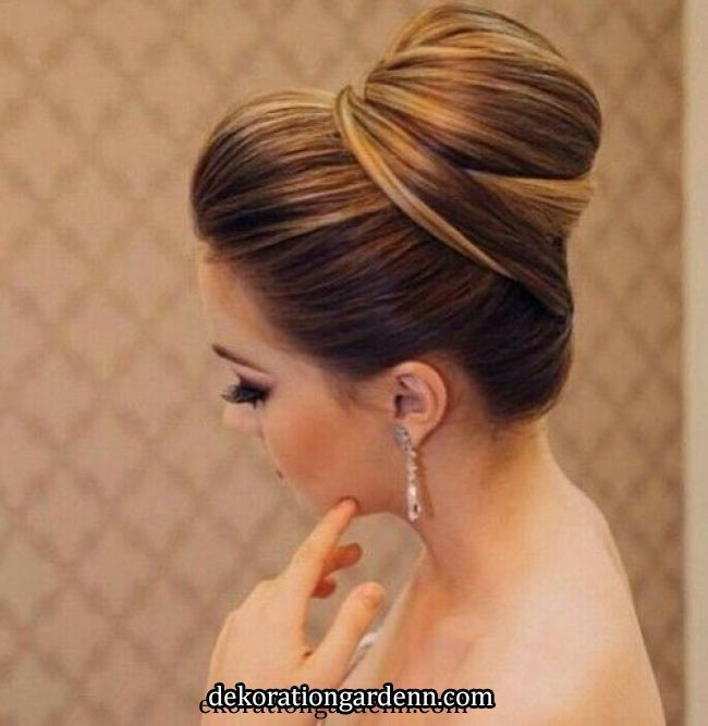 Hairstyle For Lehenga With Flowers Hairstyle For Lehenga Flowers Hairstyle Lehenga Lehenga Hairstyles Indian Wedding Hairstyles Wedding Hairstyles Updo