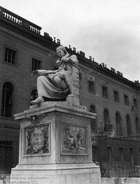 Statue of Wilhelm von Humboldt (1946)