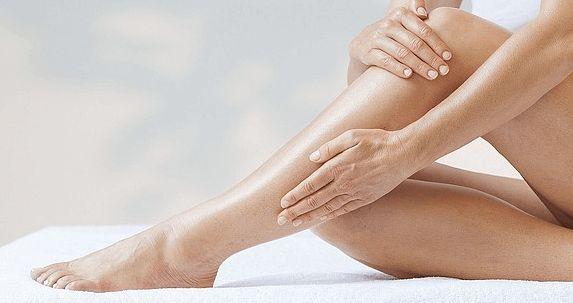 Gambe gonfie e doloranti, per contrastare i sintomi e al tempo stesso migliorare la circolazione si può ricorrere alla fitoterapia.