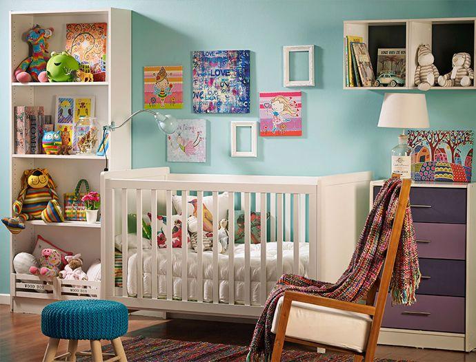 Para el #dormitorio de tu #bebé recomendamos estos #muebles #neutros con acentos de #color en las #decoraciones y #complementos como #cojines, #mantas y #peluches. #LookBook #Homy #Hijos #Cuna #Mecedora
