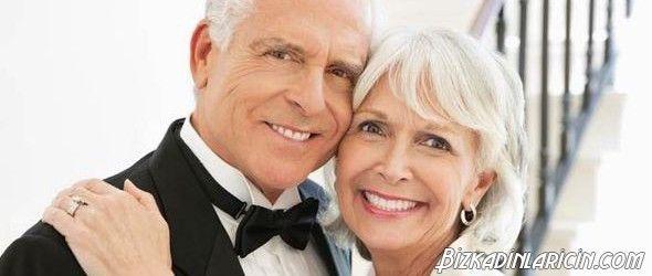 Sonsuza Dek Aşk - http://www.bizkadinlaricin.com/sonsuza-dek-ask.html  Yalnızlık yaradan mahsustur, biz insanlar sevmek sevilmek ve sevdiğimizle bir ömür geçirmek isteriz. İşte dünyanın çeşitli ülkelerinde aşkıyla hayatını geçirmiş mutlu insan manzaraları…           Senior woman kissing man, smiling       #Aşk, #Evlilik, #KadınErkekIlişkileri #Aşk