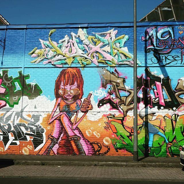 **Pinienstraße Flingern** #düsseldorf #dusseldorf #duesseldorf #nrw #Deutschland #germany #igersduesseldorfofficial #lovedüsseldorf #ig_düsseldorf #landeshauptstadt #dus #schönstestadtamrhein #0211 #nullzwoelf #thisisdüsseldorf #mydüsseldorf #likedüsseldorf #grafitti #art #wallart #instagrafitti #sprayart #spray #streetart #spraypaint #wallpicture #fassade #instalikes #urbanart #sreetartatlasdüsseldorf