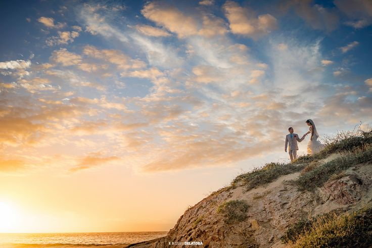 Love is in the clouds #weddingsinloscabos #couplesession #migriño #cabophotographer #josafatdelatoba