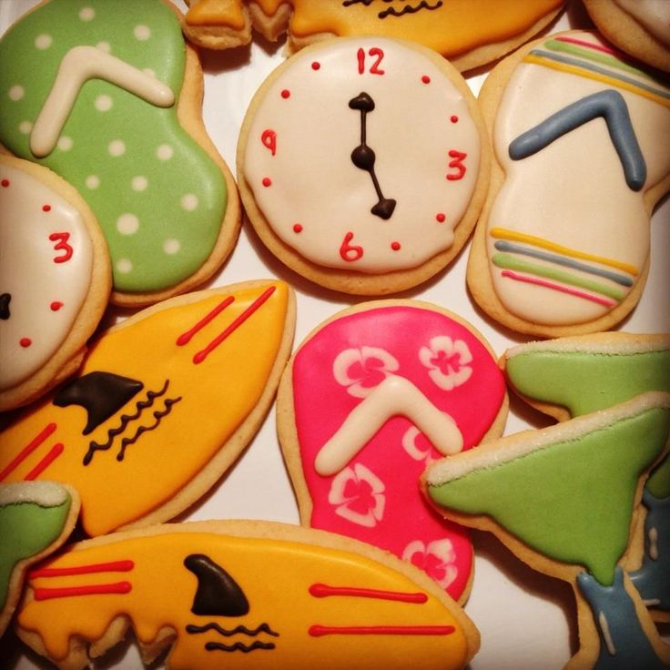 Great idea for your parroted theme party! Jimmy Buffett Margaritaville, 5 o'clock somwhere, landshark, fins cookies