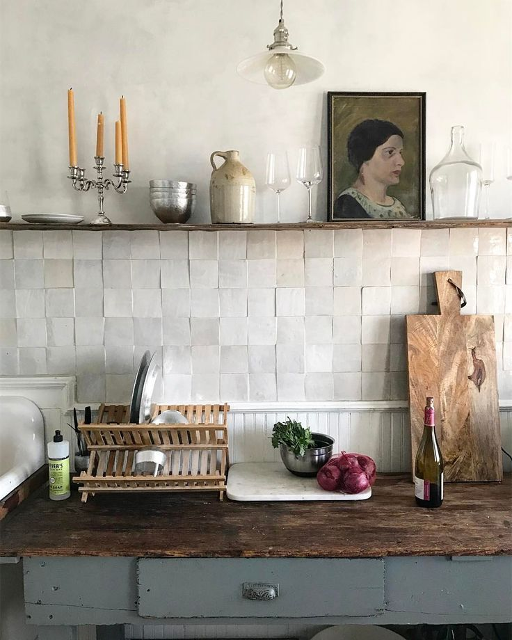 The most beautiful kitchen. Love this pearly tile …