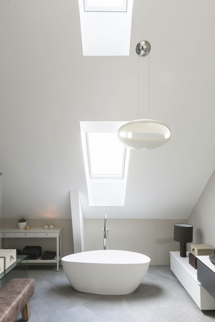 Who said a bathtub can't stand in the middle of the room?