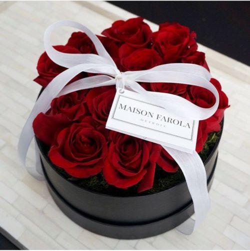Red roses, black box, white ribbon~♡~