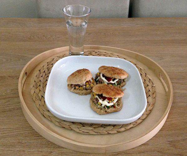 TunaFish hamburger (tam buğday ekmekli ton balıklı sandviç)