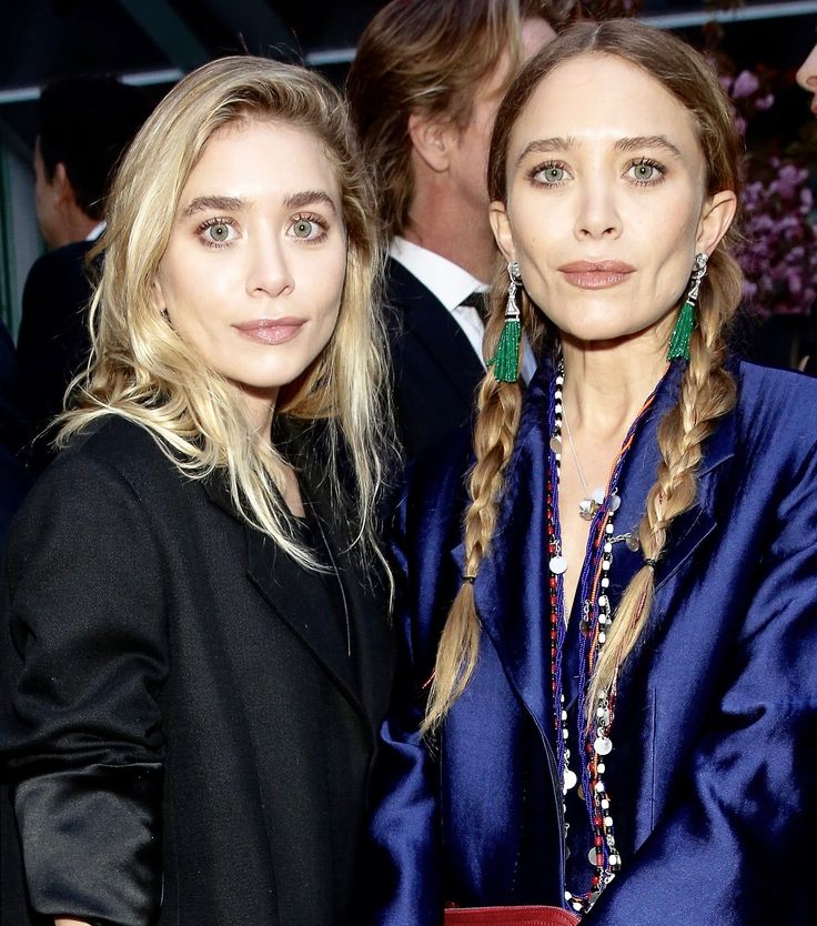 Ashley and Mary-Kate attending the Studio in a School 40th Anniversary Gala at Seagram Building Plaza on May 3, 2017 in New York City