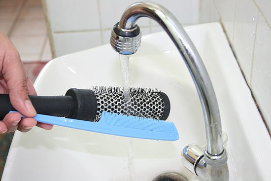How to clean those brushes that are full of tangled hair!    Where to buy Real Techniques brushes makeup -$10 http://youtu.be/IO-9I8b6Su8   #realtechniques #realtechniquesbrushes #makeup #makeupbrushes #makeupartist #makeupeye #eyemakeup #makeupeyes