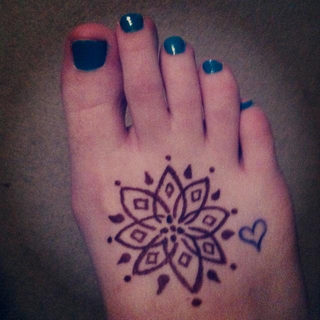 Mehndi Henna Pen : Henna tattoo pen makedes