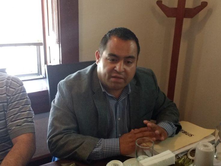 <p>Chihuahua, Chih.- Está mañana en rueda de prensa el licenciado Juan Pablo Delgado junto con diferentes mecánicos del Sistema de Transporte