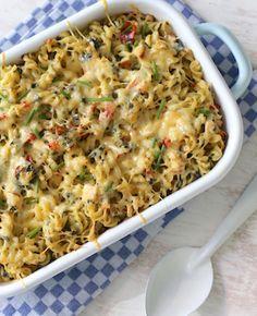 Hmm... lekker! We maken een pasta ovenschotel met gerookte kip, boursin, paprika, courgette en spinazie. Eet smakelijk! Recept voor 2 personen Tijd: 15 min. 10-15 min. in de oven Dit heb je nodig: 150 gr pasta 1 gerookte kipfilet 1…