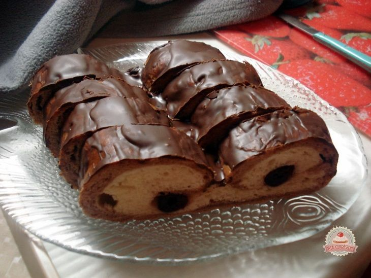Meggyes-csokis kelt kalács (amaréna)