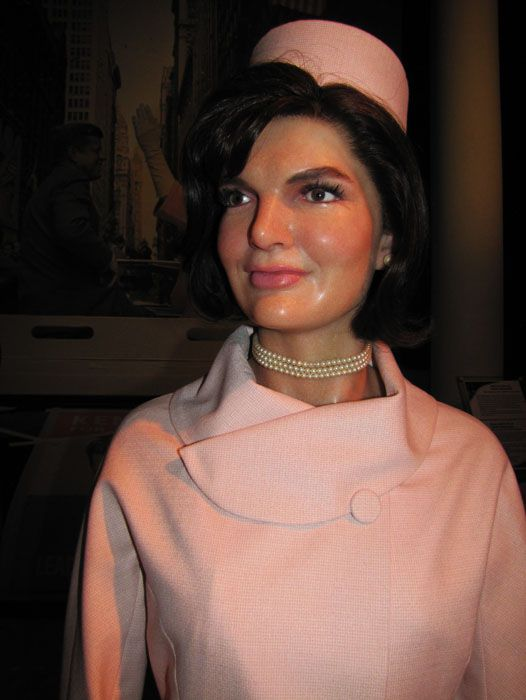 Jackie Kennedy: First-lady or Stylish trendsetter? The answer to that question is both. Many women wanted to copy her classy, yet fashionable look. 82 She started trends with the pill box hat, suits in pastel colors, short boxy-style jackets, shift dresses, over sized sunglasses, and pearls. 83