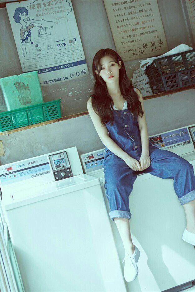 "[DIA] Jung Chaeyeon Individual Concept Photo 2 Album ""YOLO"""