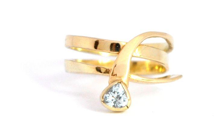 'Shape' 14 karaat geelgouden ring met een facet geslepen Aquamarijn by Alisa Hesseling, Goldsmith / Jewelry Designer on the Veluwe, Netherlands. Look at my website for more info!