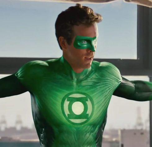 evolution costumes de super heros green lantern 2011   Evolution des costumes de super héros dans les films   x men wolverine thor superman super héro spiderman photo marvel Joker Iron Man image hulk costume captain america Batman