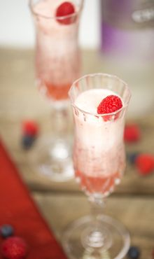Valentine's Love Potion 10   fl oz sparkling grape or apple juice	 2   fl oz vanilla rum	 1⁄2	  c fresh blueberries	 1   c frozen pineapple chunks - See more at: http://www.blendtec.com/recipes/valentines_love_potion#sthash.sgucYSxS.dpuf