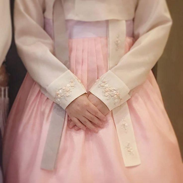. . 신부님들이 좋아하시는 프랑수 자수◡̈♥ . . #선이고운우리옷 비단빔 . .