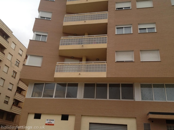 3 bedroom apartment in Oliva to rent from £388 pw. With balcony/terrace.