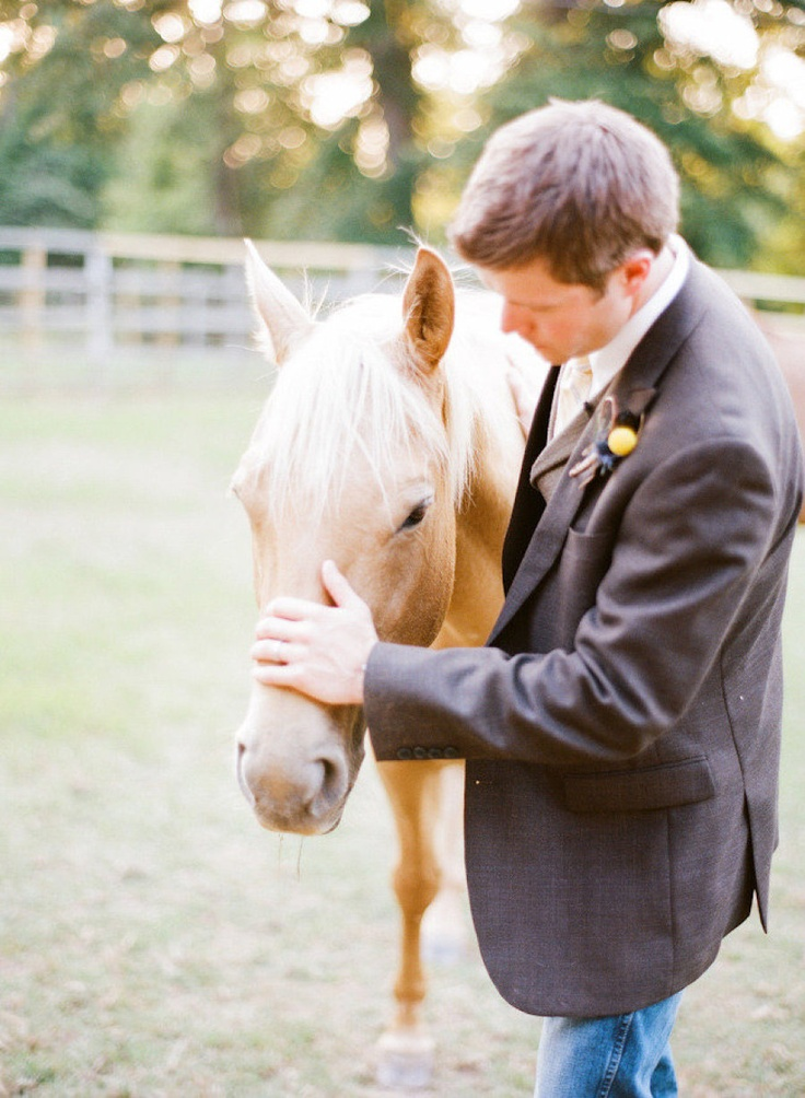 A country groom in jean and a suit jacket. Remember to get a shot of the groom with a horse! √ Photography by Austin Gros (austingros.com) via Style Me Pretty (stylemepretty.com) #groom #countrywedding #westernwedding #horse