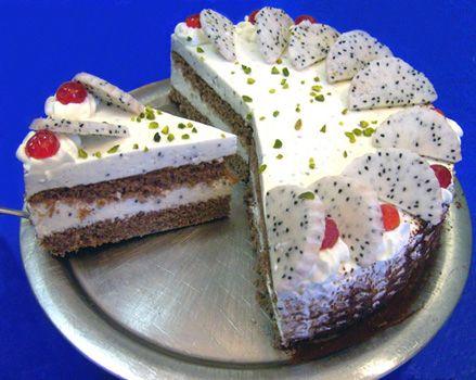 Helga's Backstube - Drachenfrucht (Pitahaya) Torte - mit Foto-Anleitung