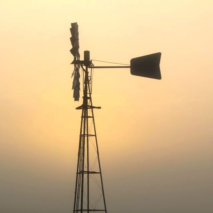 A rising sun, a misty morning and a windmill. A few of my favourite things.  #startthedaywithsomethingbeautiful