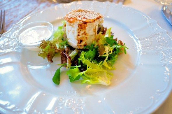 Grilovaný Kozí Syr na Figovom Šaláte s Medovým Dipom  Best Hungary Hotels and Restaurants